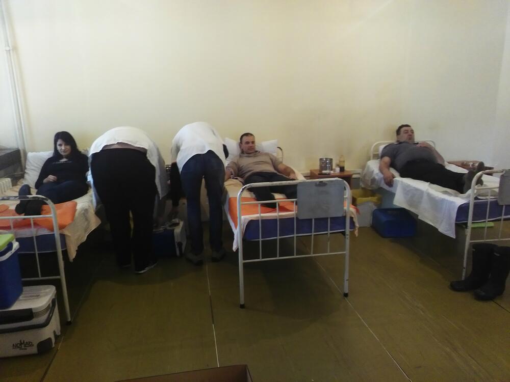 Očišćen snijeg prema Maloj Crnoj Gori: Nakon pet mjeseci, ponovo sa unučadima
