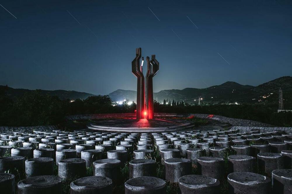 Fotografije Kineskinje Xiao Yang Spomenici Bivse Jugoslavije