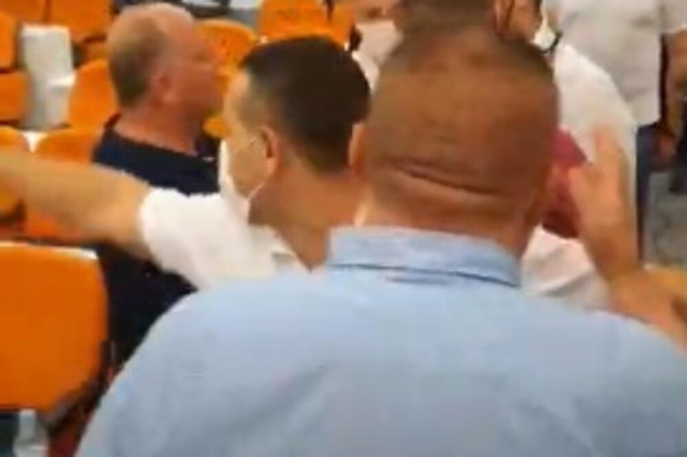 Будва: Пет одборника на слободи; Јовановић: Криминалци насилно смјењују власт