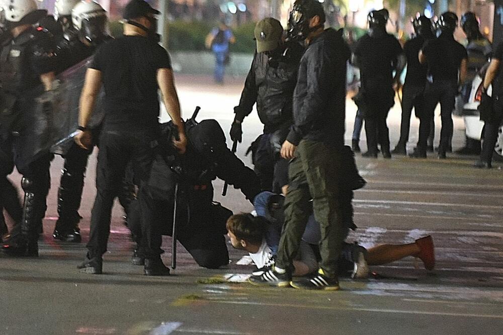 Brutalnost policije, Foto: Boris Pejović
