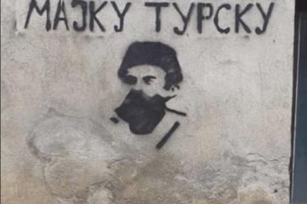 Jedan od uvredljivih grafta, Foto: Tufik Softić