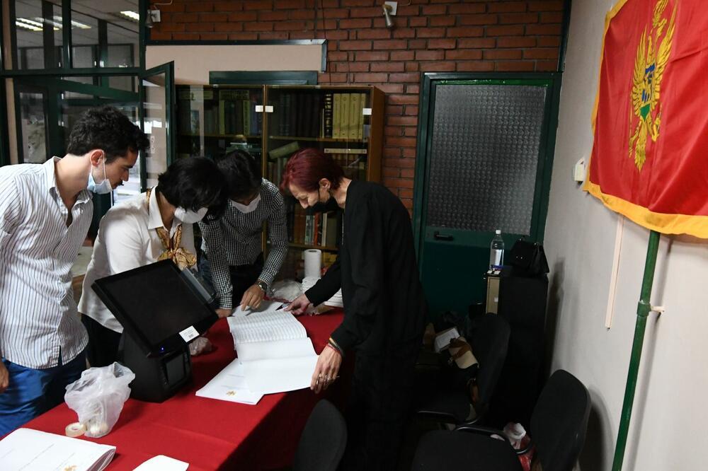 Sa otvaranja birališta, Foto: Savo Prelević
