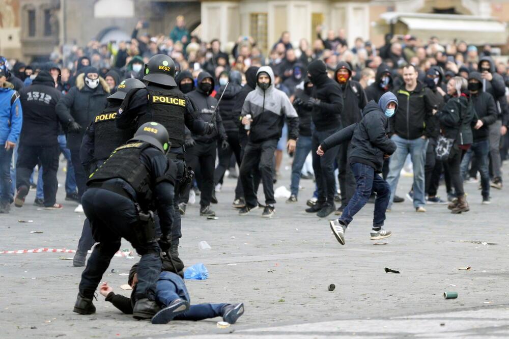 Sukob policije i demonstranata u Pragu, Foto: Reuters