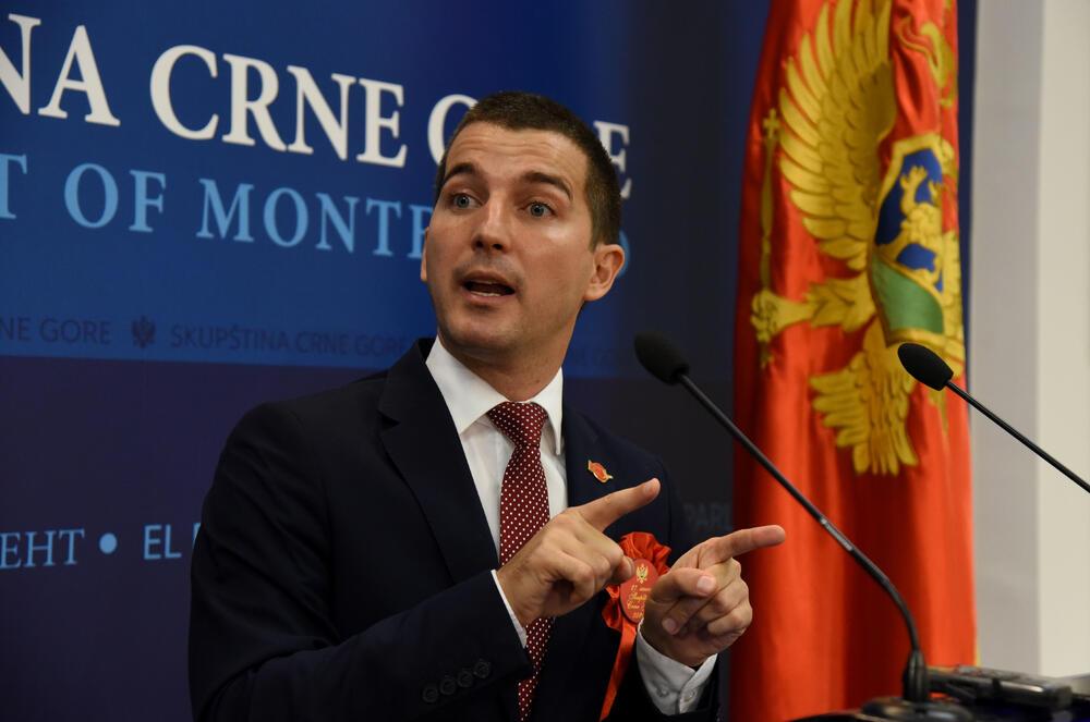 Upućuje na ASK: Aleksa Bečić
