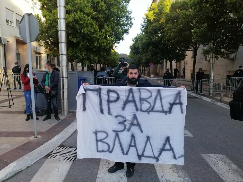 protest Leposavić ispred Vlade
