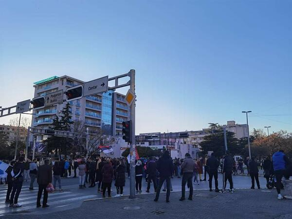 Građani u Baru blokirali raskrsnicu