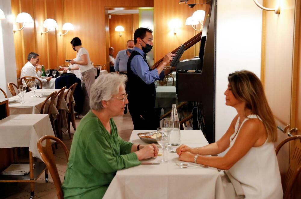 Osobama koje nijesu vakcinisane zabranjen je ulazak u italijanske restorane