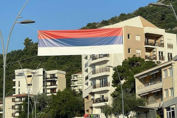 Sretan dan proslave velike Srbije svim građanima RH ma gdje god da žive ( okačite zastave vani da taj podatak saznamo ) 5361789_trobojka_ls-s