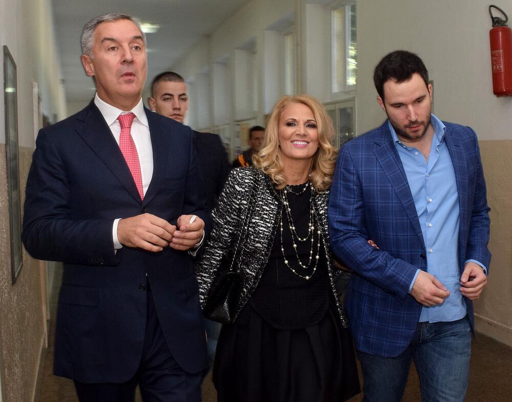 Trastovi se formiraju da bi se u njima čuvala imovina: Milo i Blažo Đukanović